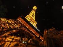 塔黄色黑背景光夜生活旅行旅游业 图库摄影