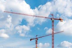 塔crain在蓝天的建筑大厦 库存图片