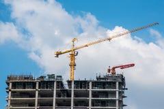 塔crain在蓝天的建筑大厦 免版税图库摄影