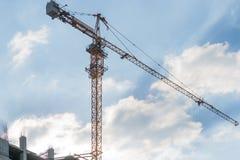 塔crain在蓝天的建筑大厦 库存照片