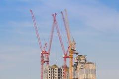 塔crain在蓝天的建筑大厦 图库摄影