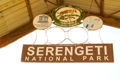 塞伦盖蒂国家公园入口标志 免版税库存照片