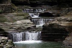 塞内卡跌倒有排列的瀑布 免版税图库摄影