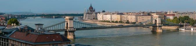 塞切尼链桥,布达佩斯,匈牙利的全景 免版税图库摄影