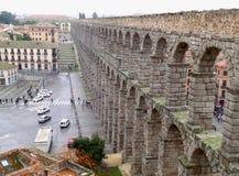 塞哥维亚输水道,令人敬畏的古老罗马式建筑在塞戈维亚,西班牙的市中心 图库摄影