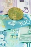塞尔维亚丁那和bitcoin隐藏货币概念硬币投资交换 图库摄影