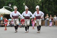 塞尔维亚人舞蹈演员 免版税库存照片