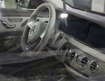 塞尔维亚;贝尔格莱德;在第53个Int的奔驰车S 350 d内部 图库摄影