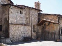 塞尔莫内塔中世纪村庄在意大利 免版税图库摄影