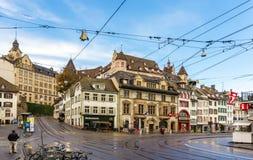 巴塞尔,瑞士- 11月03 :Barfusserplatz看法在诺韦的 免版税库存照片