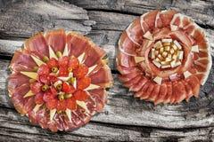 塞尔维亚传统受欢迎的开胃菜美味盘被设置的Meze  图库摄影