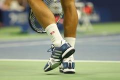 塞尔维亚的全垒打冠军诺瓦克・乔科维奇穿习惯爱迪达网球鞋在比赛期间在美国公开赛2016年 免版税库存图片