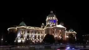 塞尔维亚的国民议会在晚上 库存图片