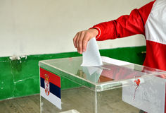 塞尔维亚的装配的议会选举在科索沃 库存照片