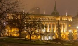 塞尔维亚的总统办公室在晚上在贝尔格莱德 库存照片