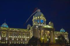 塞尔维亚议会在晚上 免版税库存照片