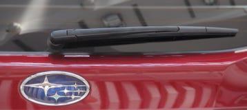 塞尔维亚;贝尔格莱德;2017年4月2日;关闭Subaru后面windshi 库存照片