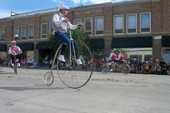塞恩,怀俄明,美国- 2010年7月26-27, :在街市Cheye的游行 图库摄影