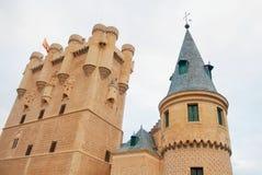 塞戈维亚一座著名城堡城堡的美丽的装饰的塔  免版税图库摄影