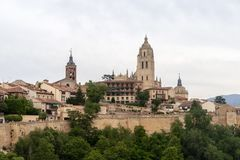 塞戈维亚和它的大教堂美丽的中世纪城市的看法 库存照片