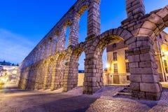 塞戈维亚著名罗马渡槽与超过2000年上古 库存照片