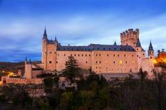 塞戈维亚城堡在11月微明下 免版税图库摄影