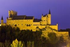 塞戈维亚城堡在11月晚上 免版税库存照片