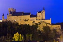 塞戈维亚城堡在11月晚上 库存照片