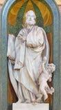 塞戈维亚,西班牙, 2016年4月- 14日:圣马修被雕刻的多彩巴洛克式的雕象在大教堂Nuestra de夫人la亚松森的 免版税库存照片
