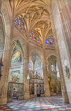 塞戈维亚,西班牙, 2016年:哥特式穹顶和礼拜堂在我们的假定的夫人大教堂里  免版税库存照片