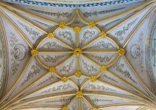 塞戈维亚,西班牙, 2016年:礼拜堂哥特式穹顶在我们的假定的夫人大教堂里与neoclassicistic壁画的 免版税库存图片
