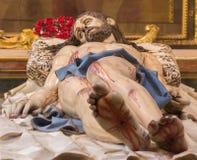 塞戈维亚,西班牙:死亡基督被雕刻的雕象在坟茔克里斯多Yacente的在我们的假定的夫人大教堂里  免版税库存照片