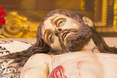 塞戈维亚,西班牙:死亡基督被雕刻的雕象细节在坟茔克里斯多Yacente的在我们的假定的夫人大教堂里  库存照片