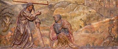 """塞戈维亚-场面圣伯多禄的被雕刻的多彩安心基督的有跨的""""Quo的Vadis"""" 免版税库存图片"""