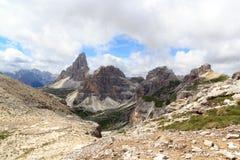 塞斯托有山的Drei Zinnen和Paternkofel白云岩全景在南蒂罗尔 库存照片