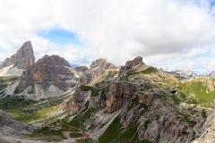 塞斯托有山的Paternkofel和Drei Zinnen白云岩全景在南蒂罗尔 免版税图库摄影