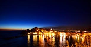 塞斯特里莱万泰在夜之前。利古里亚,意大利 免版税图库摄影