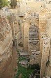 贝塞斯达和教会水池的被挖掘的废墟  免版税图库摄影