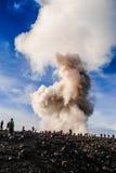 塞梅鲁火山火山的一点爆发 库存图片