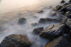 塞浦路斯横向地中海本质岩石海运通知 库存照片