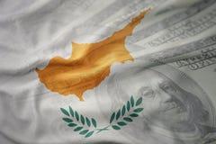 塞浦路斯的五颜六色的挥动的国旗美国美元金钱背景的 免版税库存图片