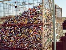 塞浦路斯,帕福斯- 2012年10月:回收罐头 库存照片