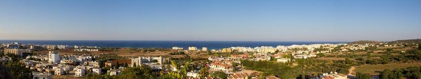 塞浦路斯 普罗塔拉斯 普罗塔拉斯全景的顶视图日落的 免版税库存照片