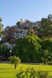 塞浦路斯 普罗塔拉斯 站立在岩石的老教会的看法 免版税库存图片