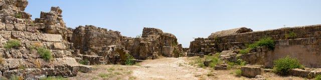 塞浦路斯 罗马解决蒜味咸腊肠的废墟(IV BC世纪) 免版税库存照片