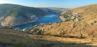 塞瓦斯托波尔, BALAKLAVA - 2014年10月06日:Balaklava海湾全景在秋天 免版税库存照片