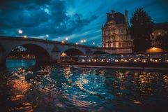 巴黎塞纳河晚上风景 库存图片