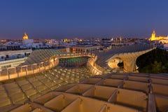 塞维利亚在晚上,西班牙/全景顶视图从现代建筑学是设计JÃ ¼ rgen梅厄, Metropol遮阳伞教育机构de塞维利亚 库存照片