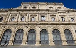 塞维利亚城镇厅看法,建立在带复杂花叶形装饰的样式,在旧金山广场,西班牙 库存照片