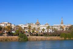 塞维利亚河视图城市在西班牙 库存图片
